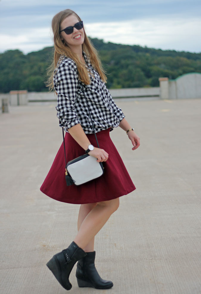 6 skirt outfits for fall: Is there anything that screams fall more than plaid? Top any skirt with your favorite plaid top for a great fall look. | Puppies & Pretties