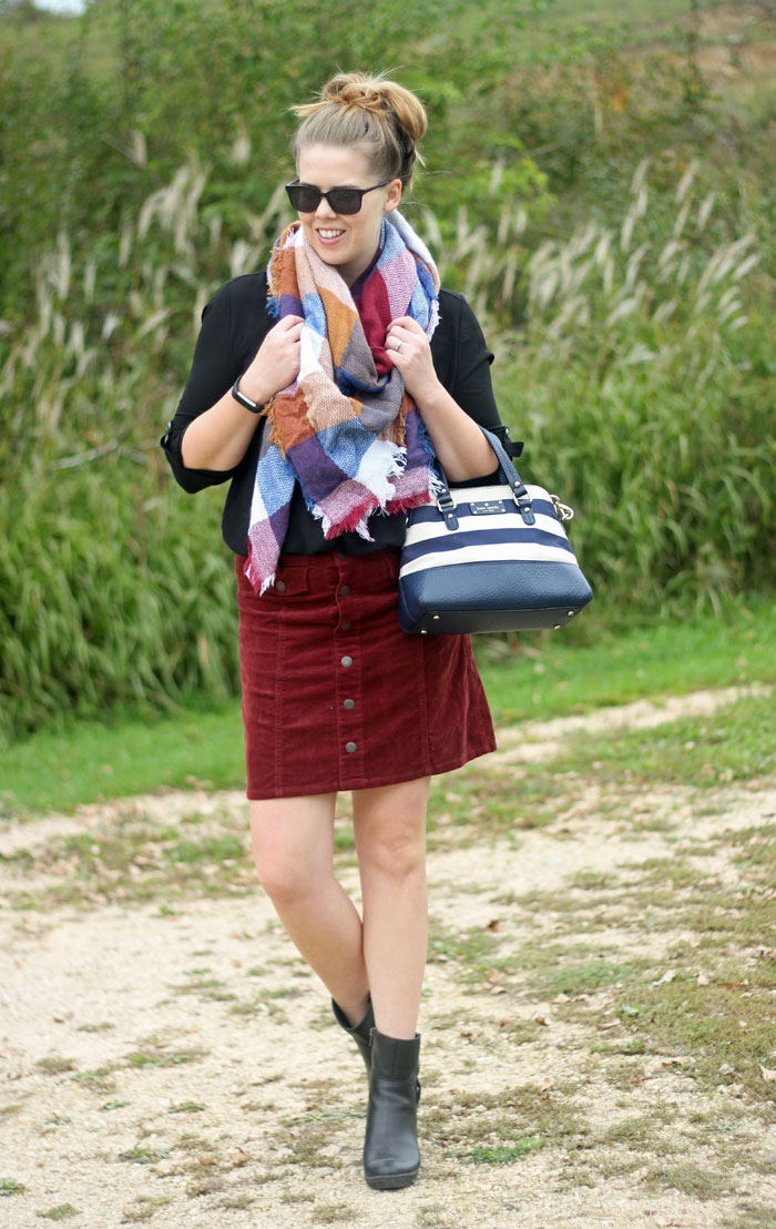 6 skirt outfits for fall: a blanket scarf warms up a skirt in such an easy way! | Puppies & Pretties